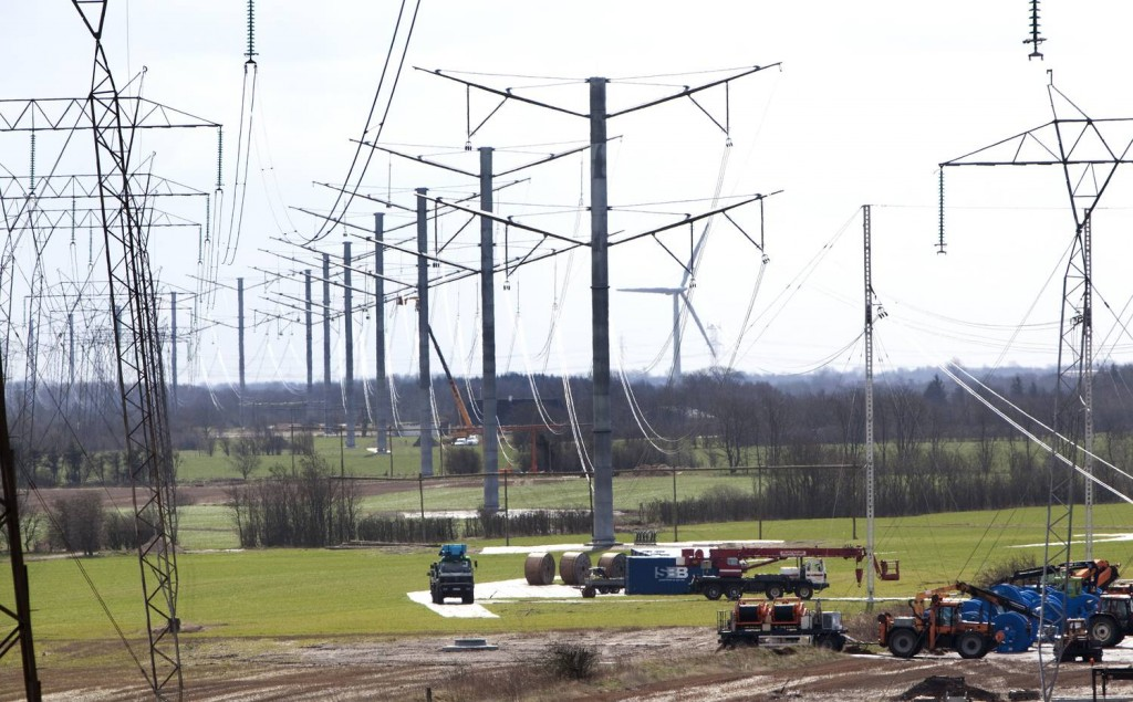 Eagle pylon overhead line structures